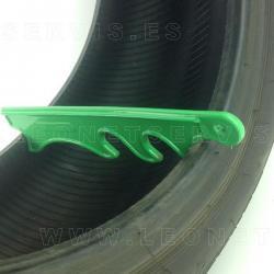 Abridor de neumáticos para poder colocar los parches