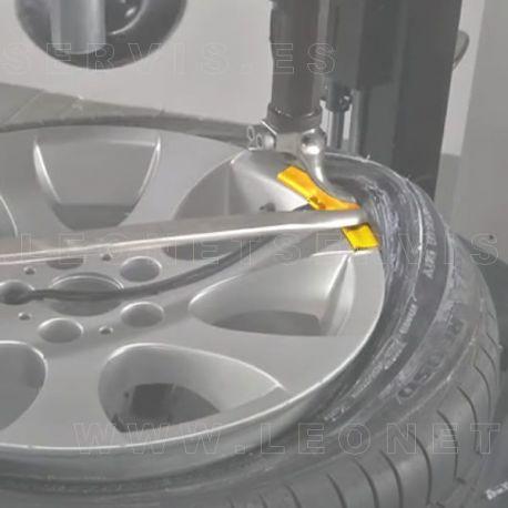 Protector de plástico para llantas de aluminio